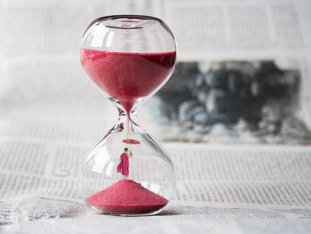 hourglass 1875812 640 • Roll4 Network